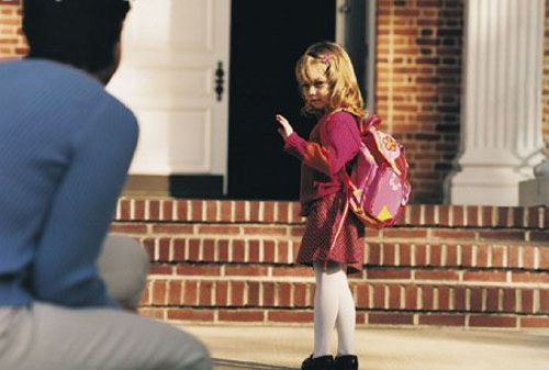 crianc3a7a-se-despedindo-para-entrar-na-escola