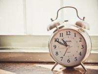 A crase e as horas: em quais casos ela aparece? E quando não aparece?