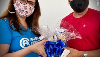 Colégio Anchieta homenageia educadores com mimos para o Dia dos Professores